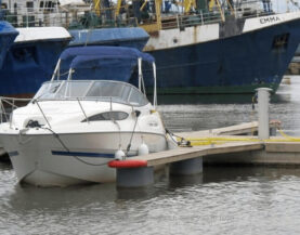 Käveltävät venepuomit www.TMlaiturit.fi info@tmlaiturit.fi +358 9 2316 1050
